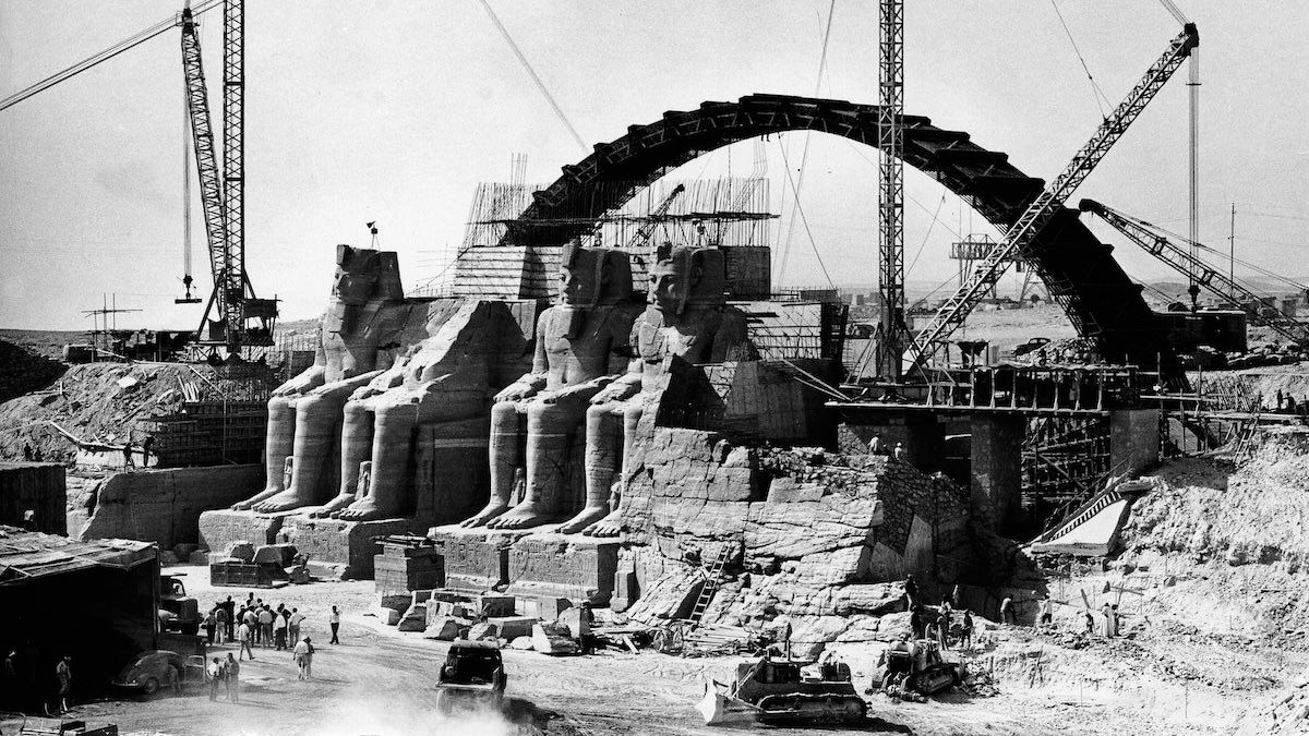 Cutting Abu Simbel temple to stones blocks to transfer it to the new site.